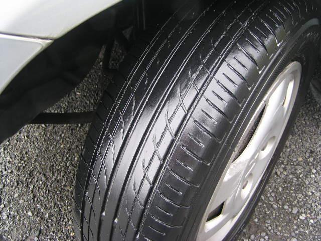 タイヤの山もバッチリあります。