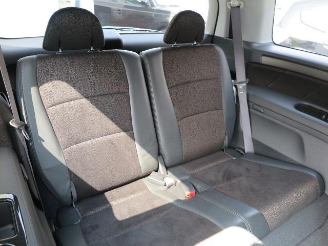 低床設計で車内はゆったり!!サードシートもしっかり使えます!!