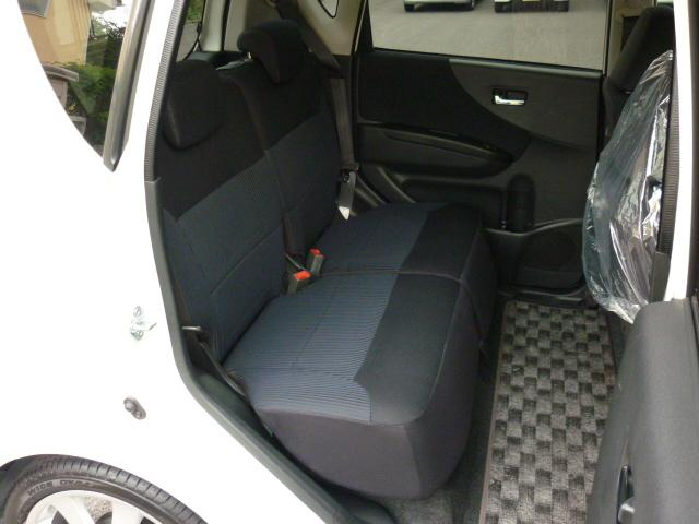 後部座席のシートアレンジいろいろ!荷物もたくさん積めます。もちろんゆったりな空間です♪お子様のチャイルドシートものせやすいですよ♪