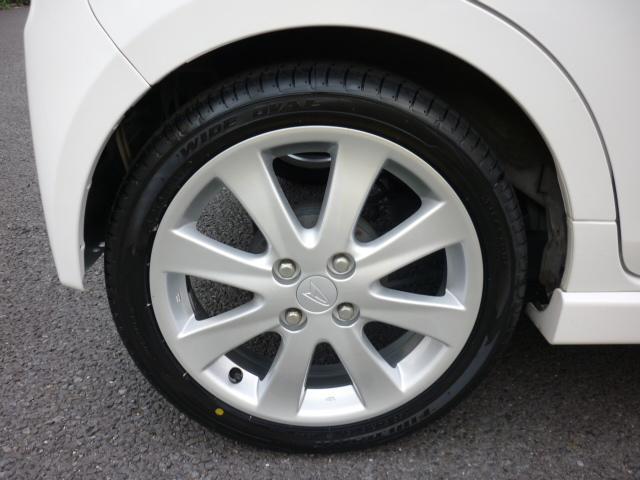 タイヤは4本新品に交換しております。16インチですので、カッコいいですよ♪