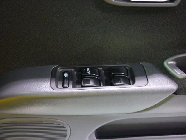前席・後席パワーウインドゥ装備です。スイッチは新品に交換済みです。