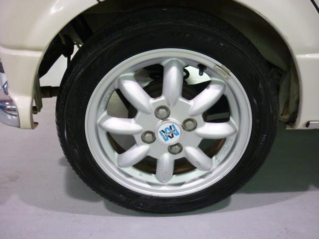 ミニライト専用アルミホイールです。タイヤの溝も、まだまだ残っています!これからの走行距離と使い方にもよりますが、すぐ買い換える心配も無く、次回車検まで使えるかも?
