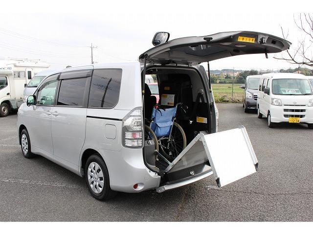 トヨタ ヴォクシー ウェルキャブ スローパー 車椅子2基