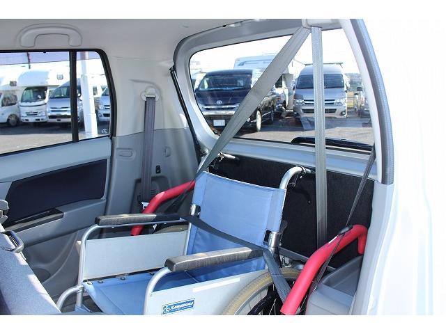 シートベルトも付いてます。