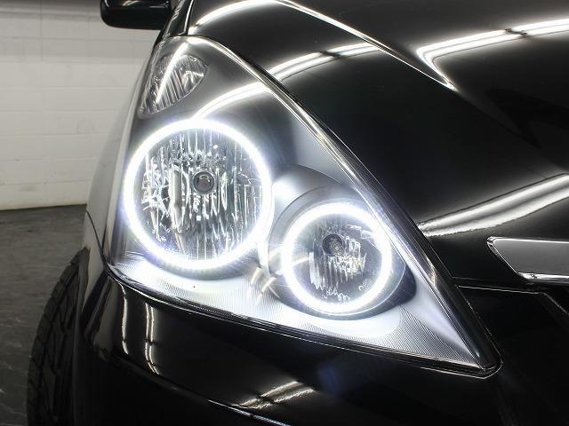 ヘッドライトはインナーブラック加工に加えて4連イカリングもインストール済みとなっております。