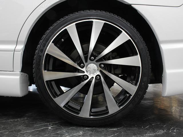 アルミホイールと車体のマッチングもセンスが問われる部分ですね。アルミホイール、タイヤ共に新品を使用しておりますのでご安心下さい。もちろんノーマルホイールも御座います。