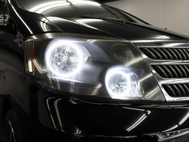 ヘッドライトはインナーブラック加工に加えて4連もインストール済みとなっております。
