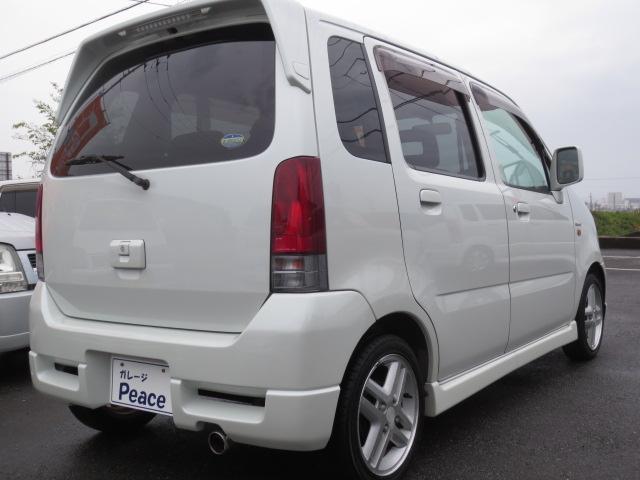 リアのガラスには、プライバシーガラスを装備。車内のプライバシーを守ります。エアコンの冷暖房効率もアップ♪