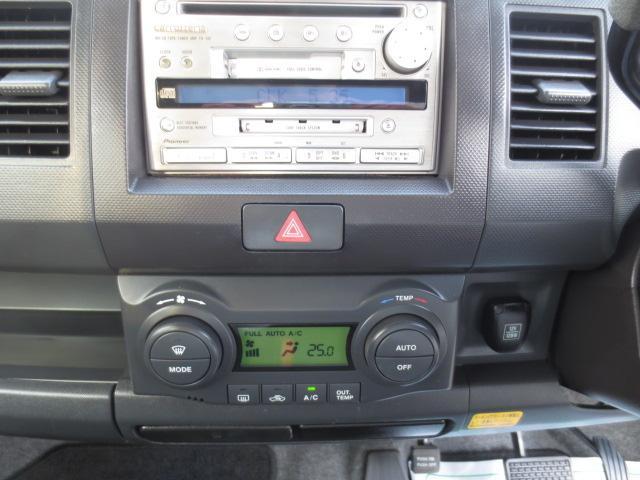 便利なオートエアコン♪社外CD/MD/カセット装備♪もちろんキーレスキー・電動格納ミラーも装備!