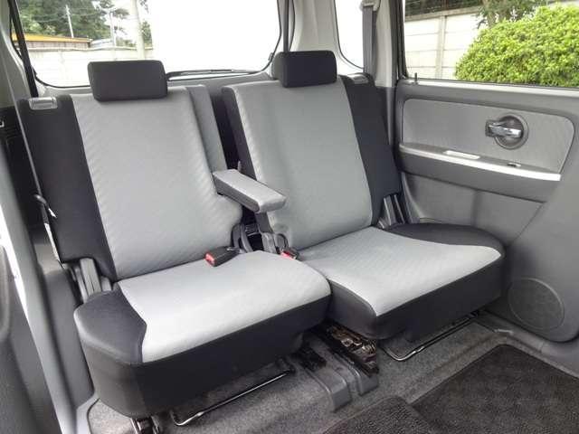 リヤシートは、シートの座面を考慮し、ゆとりある着座姿勢を保てるようにシートバックの角度や前後スライドを適度に調整できるリクライニング・スライドシートにしています。長距離にも十分適してます。