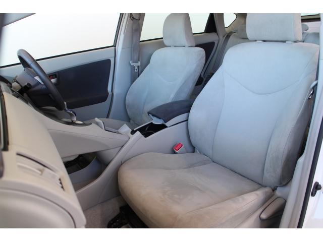 車内はタバコなどの嫌なニオイは一切ございません。納車時には車内消臭、除菌をしてからご納車させていただきます。