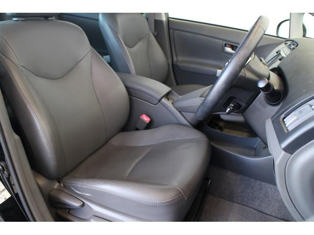 全席レザーシートになっとおり、シートヒーターも完備されており、寒い時期にも快適です。