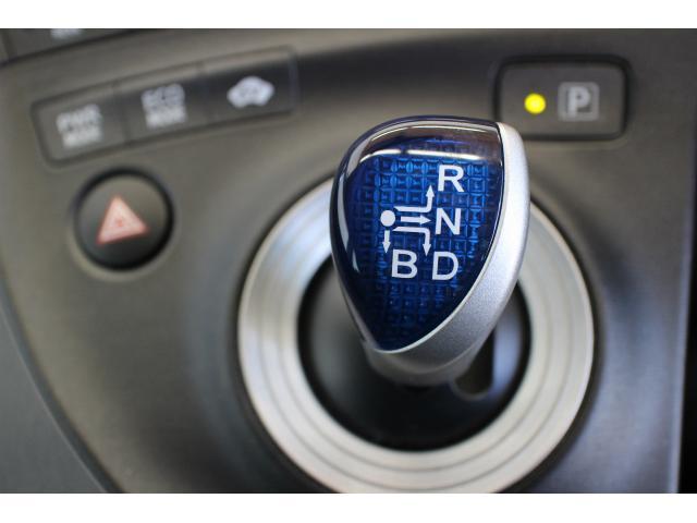 国産から輸入車まで当社提携工場にてしっかりと整備をしてご納車してます。
