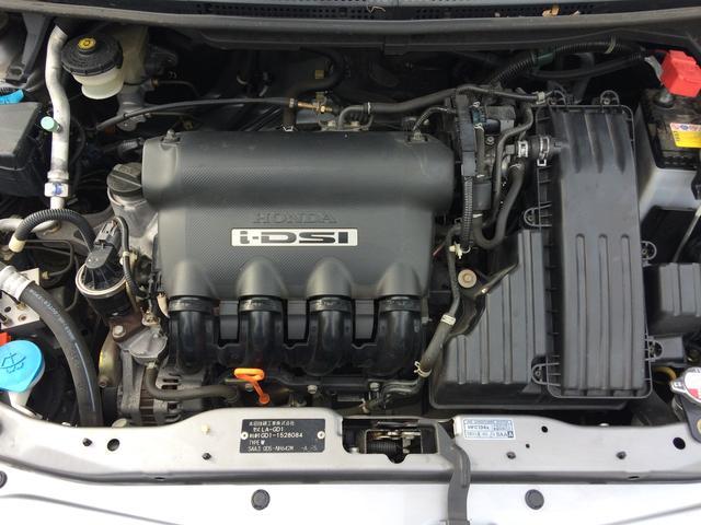 エンジンルームももともと綺麗ですがクリーニングしてあります。気になるエンジンからの異音・オイルのにじみや漏れなどございません。