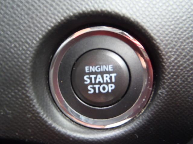 エンジンスタートプッシュボタン!スマートキーですので、キーを持っていれば(差し込まなくても)ワンプッシュでエンジンかかります!