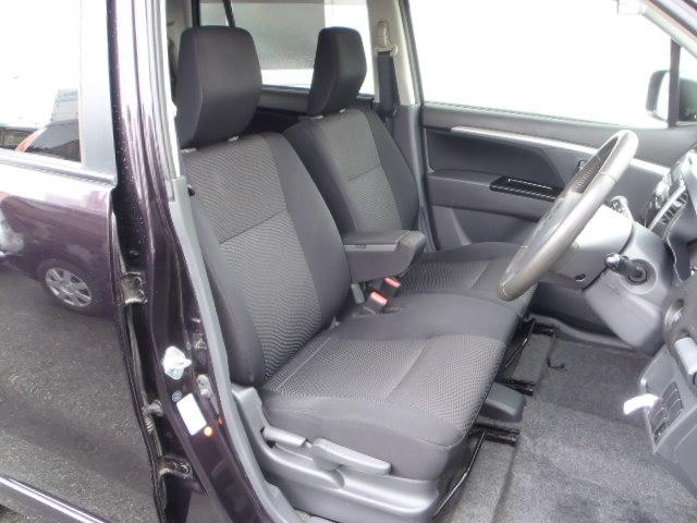 ブラックベンチシート!足もと広々!折りたたみ式センターアームレスト!運転席高さ調整機能付!きれいです!