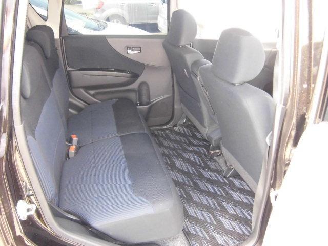 後部座席も余裕の広さです。複数人数乗車でも快適です。