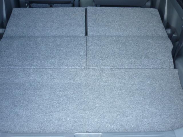 後部座席を倒しますと、広いラゲッジルームが出来て、軽自動車でも色々積めます!