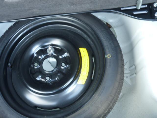 現在の新車と違い、スペアタイヤは標準装備ですので、一応安心できます。
