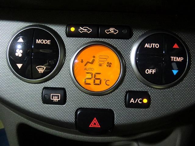 フルオートエアコンです。これで年中車内は快適空間ですね!
