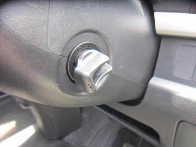 エンジンスタートは、鍵を挿さなくてもOKのスマートキーレスです。