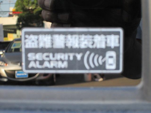 車上荒らし対策にも効果的なセキュリティアラームを装備しています。