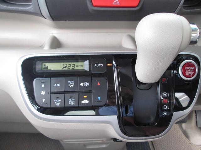 オートエアコン付です。温度設定すれば自動的過ごしやすい温度に調整してくれます。車内はいつも快適空間です。