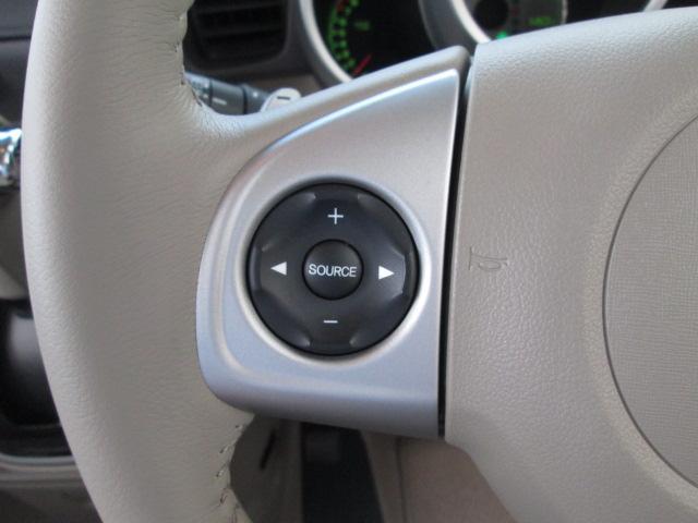 ステアリングスイッチ付。オーディオやエアコン操作などが簡単に手元で出来ます。ハンドルを離さずに操作できるから安全です。
