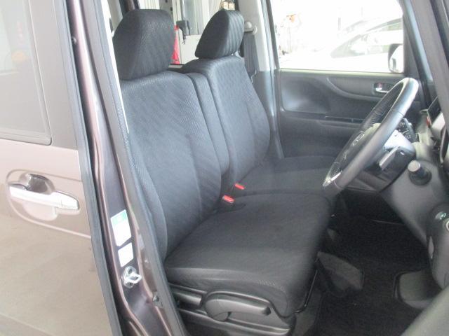 トヨタ高品質CAR洗浄「まるまるクリーニング」施工済み。車内の全シートを外してクリーニング エンジンルーム綺麗に洗浄しています。