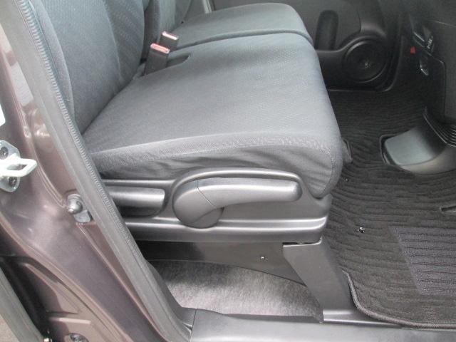 運転席はシートの高さ調整も自由自在