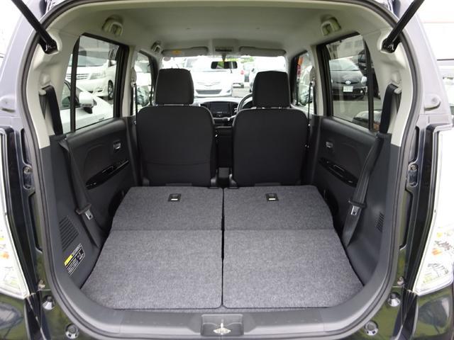 セカンドシートを倒せば、さらに大きなラゲージスペースになりますよ。大きなお荷物や長いお荷物、数の多いお荷物など様々な用途に使えてとっても便利です♪