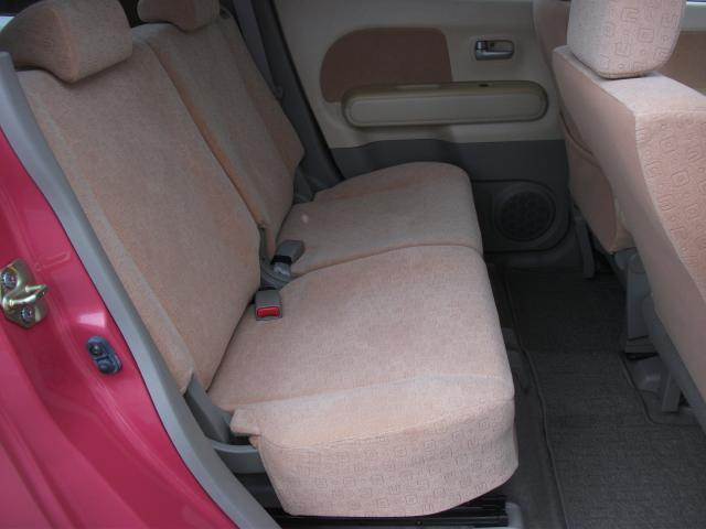 後席も、これまたきれいな状態ですよ、あまり使っていない感も御座います・右側