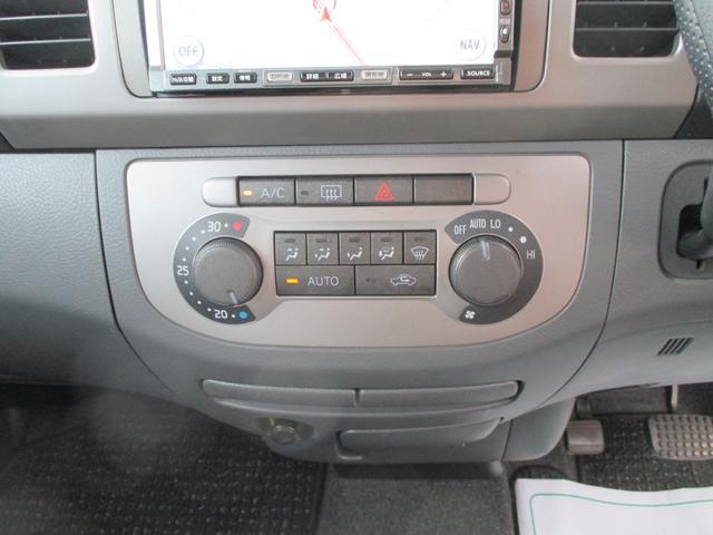 シンプルな作りのインパネ周り☆エアコンが車内を快適空間にしてくれますよ♪
