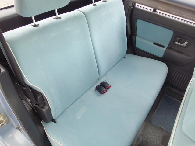後席シートも意外に広くてチャイルドシートも乗せれます