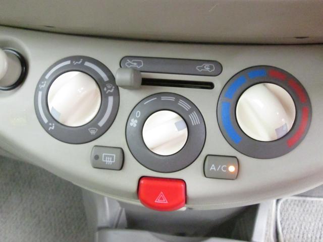 もちろんエアコンも装備しています。操作レバーがはっきりと使いやすく、グッドです。