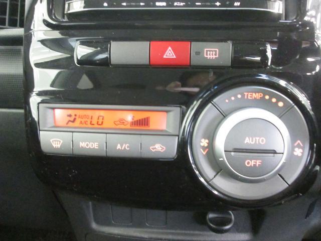 オートエアコンはボタン一つで室内を快適温度に保ってくれます♪見た目もスタイリッシュで便利な装備です。