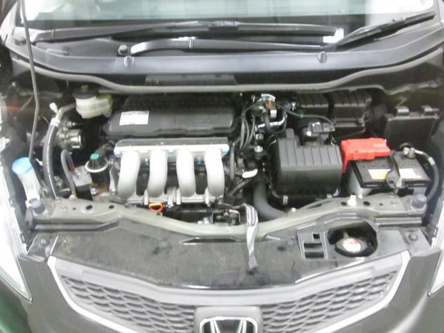 納車前点検でエンジンルームもしっかり点検します。