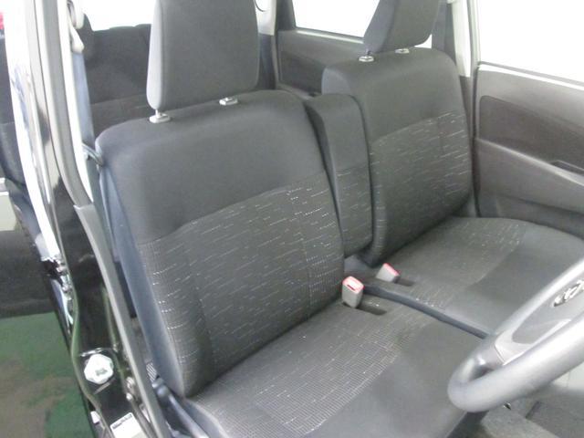 運転席と助手席はシートを外して徹底的に洗浄、これが丸ごとクリーニングの魅力です。