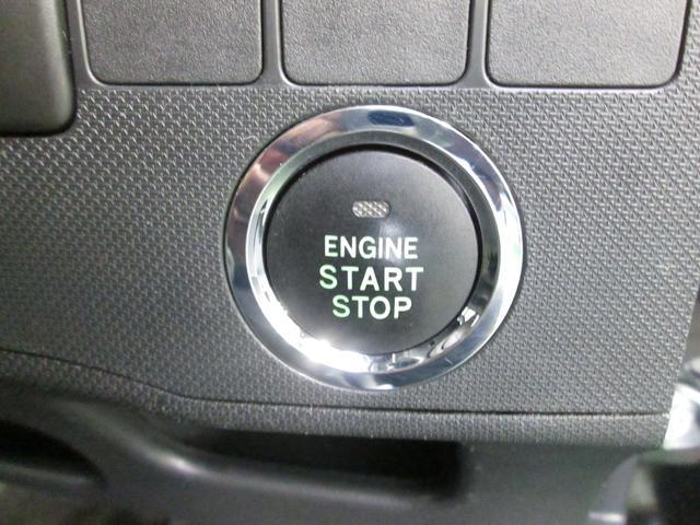 スマートキーはキー挿さずにエンジン始動やドアの開閉が可能。一度使うと便利さ実感!