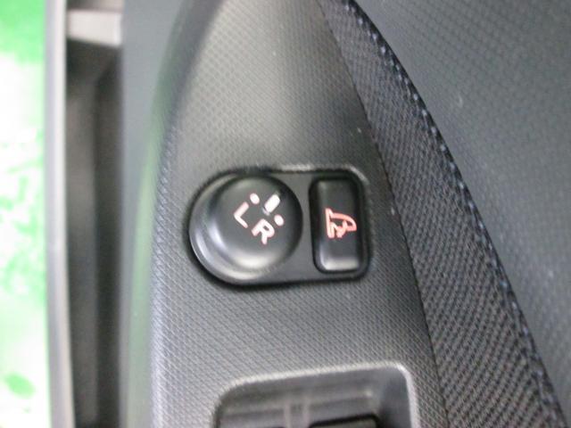 電動ミラースイッチ、角度調整もラクラクです。