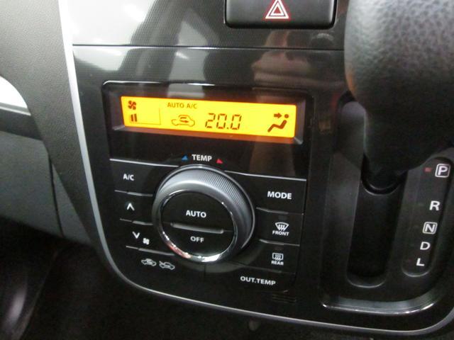 スポーティな内装はスイッチ類の配置も違和感なく配置されています。クイックに反応してくれるこの1台でドライブを楽しんで下さい。