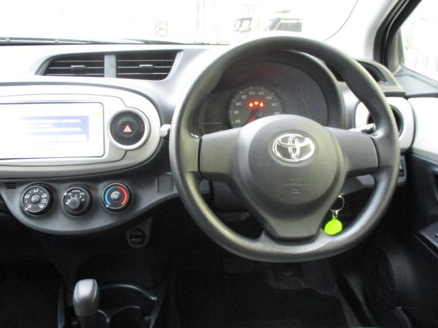 大きなフロントガラスですから前方視界はとても良好です・・・!  運転しやすいお勧め車です・・・。