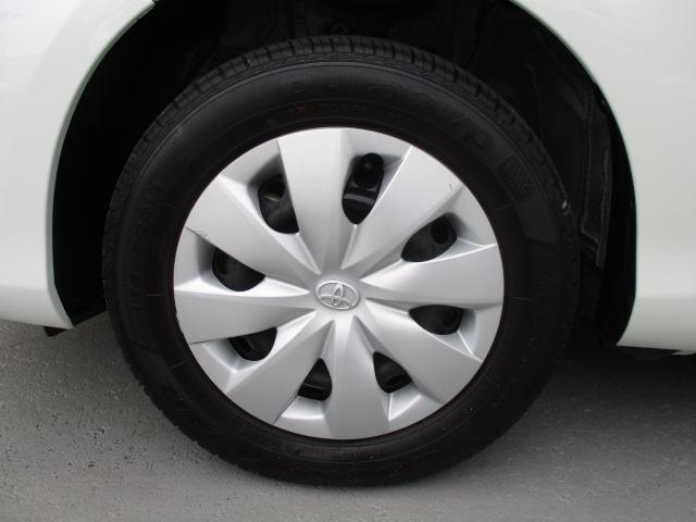 タイヤ・アルミホイール・タイヤハウス内も「専用コーティング剤」で施工・・・。  足元がキレイだとクルマも素敵に見えます・・・!!