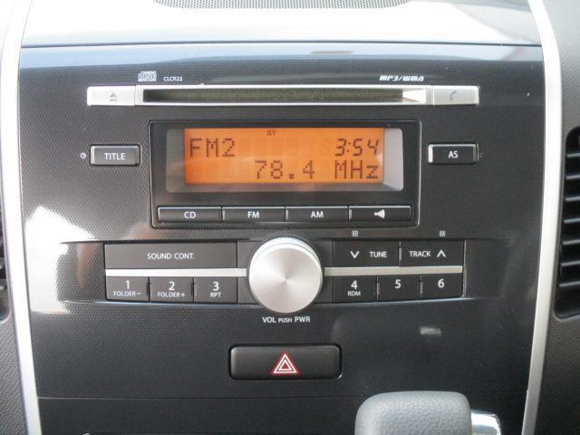 オーディオはCD、FM/AMラジオです。中央の大きなボリュウームボタンは調整がしっかり出来そうですね。