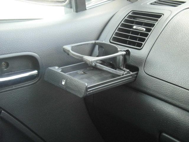 ドリンクホルダーはドライブに欠かせませんね♪