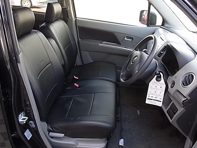 クラッツィオのシートカバーが装着されています、運転席のシートカバーの一部には擦れ、キレが御座います。