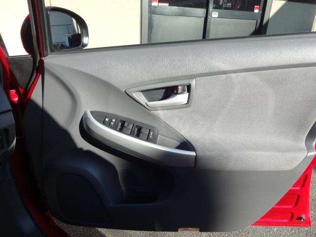 運転席ドア内貼りも綺麗で上質なコンディションです!スマートキー2個付き!