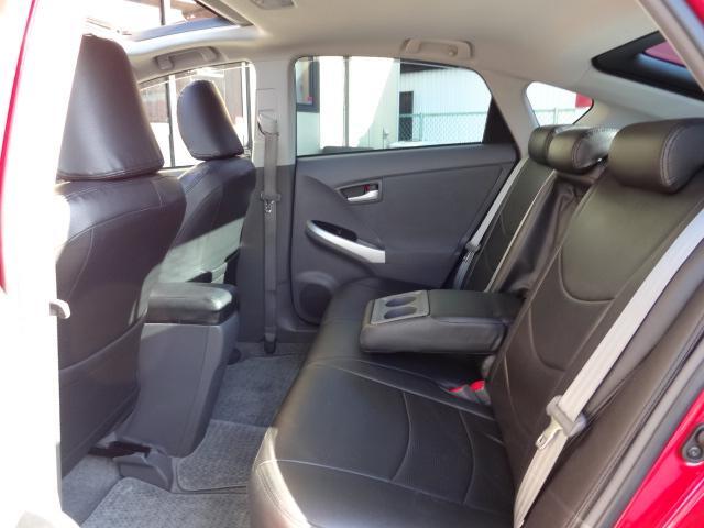 後席も黒レザー調シートカバー付きです!足元も広々で快適な車内です!スマートキー2個付き!試乗等大歓迎ですからお気軽にお問合せ下さい!