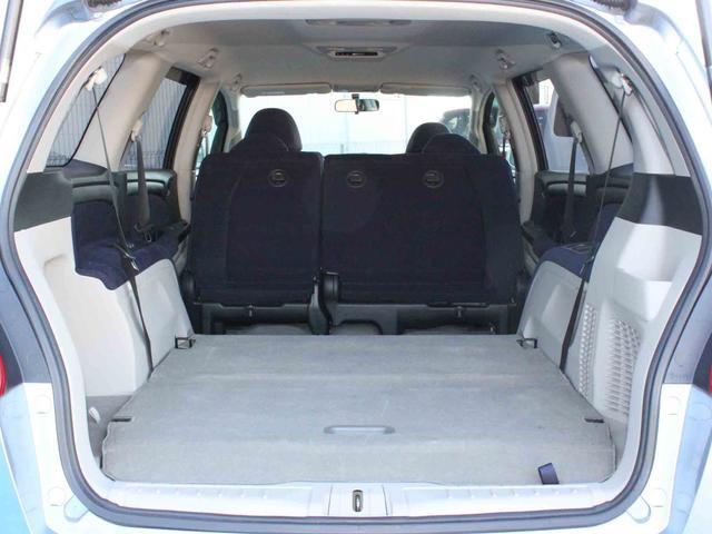 リヤシートを格納すると、十分な広さのラゲッジスペースに。たくさんの荷物も積み込みできます。
