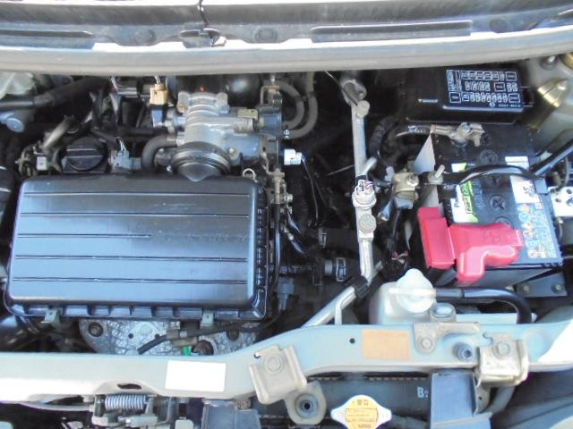 エンジンルームもキレイな状態です☆ブレーキ・オイル・電装系等の主要部分から細かい部分までしっかり点検します!整備士免許を持った副店長の平塚が実際に試乗してチェック済みですのでご安心下さい☆